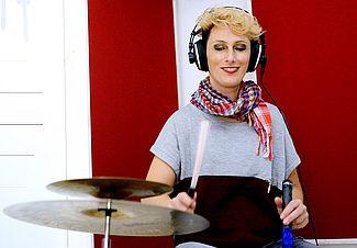 Mujeres Creando Band - Marisa Cataldo percussioni